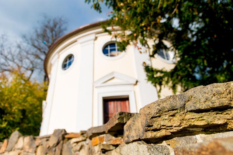 Blick hinauf zur Synagoge