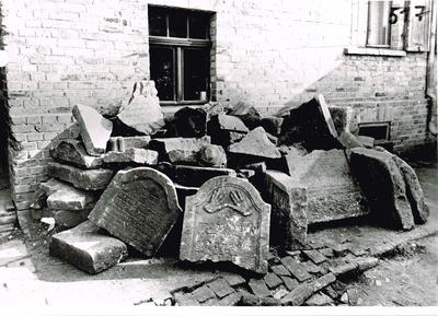 Die Grabsteine des ersten Fundes von 1951
